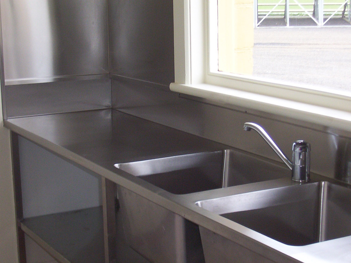 Superbe Custom Built Extra Large Double Sink Unit With Bench, Splashbacks And  Support Frame.